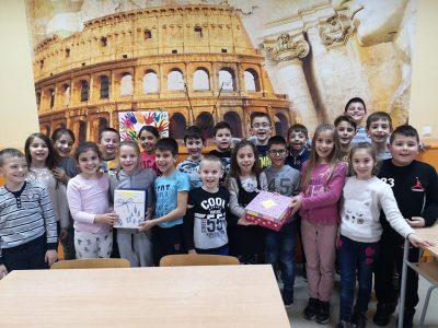 Идея на деца и тяхната учителка – Днес е един прекрасен ден, вместо: Клас стани, клас мирно!