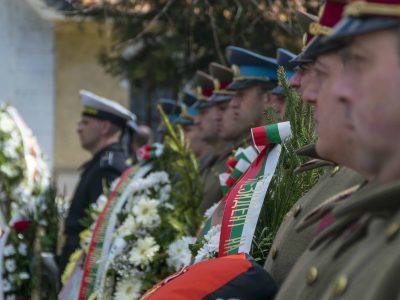 С гвардейски ескорт и военни почести погребаха генерал Андрей Боцев