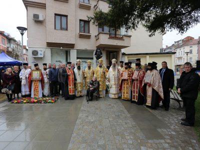 Кметът на Гоце Делчев и Неврокопският митрополит Серафим откриха паметник на владиката Натанаил