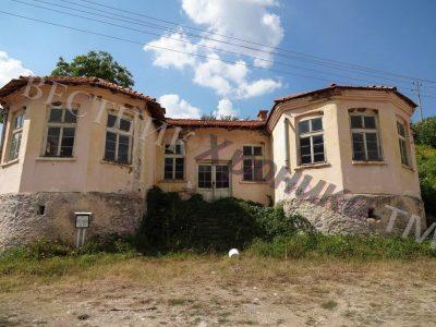 Проектанти  работят по граничния път между селата Парил и Голешово