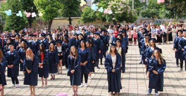 """На тържествена церемония абитуриентите от ПМГ """"Яне Сандански"""" в гр. Гоце Делчев получиха своите дипломи"""