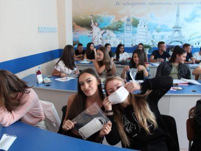 Министерството на здравеопазването за критериите за карантиниране на групи и класове в ДГ и училища, издаването на болнични листове на родителите, процедурата при положителен за Covid-19 ученик или учител