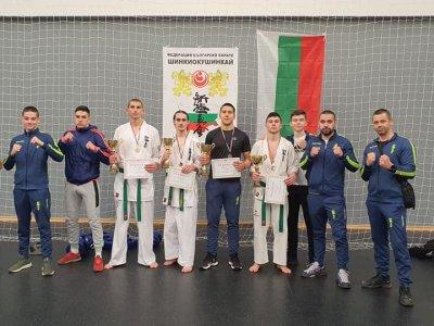 """Младите каратисти от клуб """"Ронин"""" се завърнаха в родния Гоце Делчев с куп медали"""