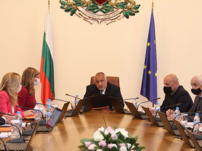 351 хиляди лева за нова детска градина в с. Долно Дряново и 32 хиляди за НПГ в гр. Гоце Делчев