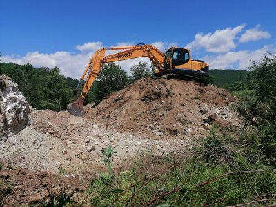 Строителна фирма от с. Буково помага на съседите си от с. Господинци да започнат строеж на нова джамия