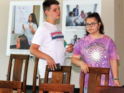 Интересна изложба с младежки фотографии и послания е подредена в град Гоце Делчев