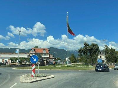 Нова организация на движение на кръговото кръстовище при входа на град Гоце Делчев