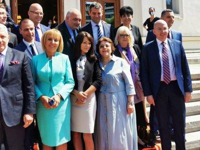 В първия работен ден на новия парламент Мая Манолова внесе преизчисляването на пенсиите, Комисията по ревизията, Закона за личната помощ и още четири нови законопроекта и проекторешения