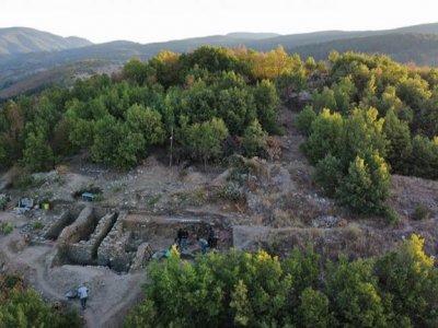 Град на 6000 години край село Дъбница проучват археолози от Националния археологически музей, некрополът на селището е засегнат силно от иманярски набези