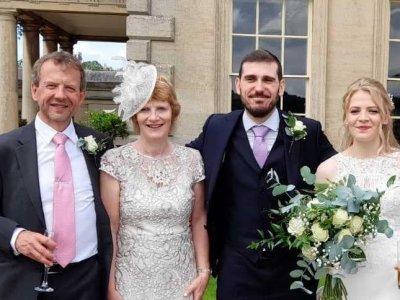 Как един британец и жена му успяха да стигнат за сватбата на дъщеря си в Гоце Делчев